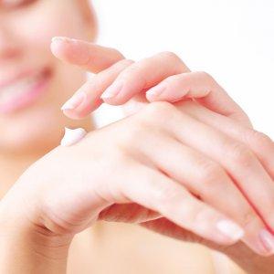 Шелушится кожа лица каких витаминов не хватает. Сухая кожа тела — какие витамины принимать