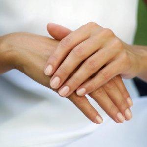 Как избавиться от плоских бородавок на лице, руках, теле: лечение препаратами, народными средствами
