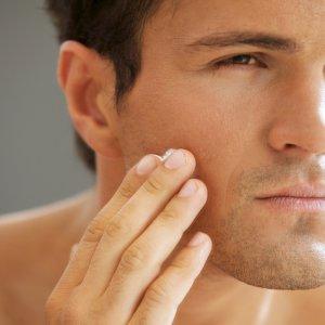 Шелушение кожи лица у мужчин – почему шелушится и что делать