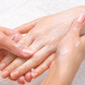 Почему трескаются пальцы на руках лечение и причина проблемы