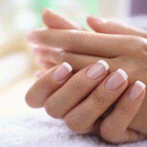 Отслоение ногтя от ногтевого ложа: причины и лечение