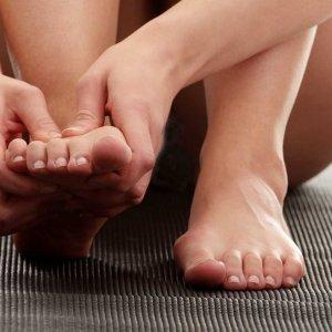 Лечение мозолей с пузырем на пальце ноги
