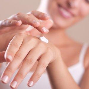 Почему шелушится кожа на руках у мужчин